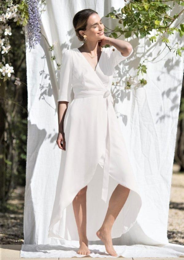 Créatrice Robes de mariée, la robe Pinot a été réalisé entièrement fait-main, dans l'atelier/showroom en plein centre de Bordeaux.