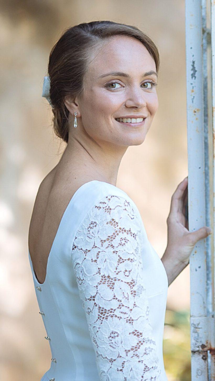 Robe de mariée sur-mesure bordeaux Douces Mesures